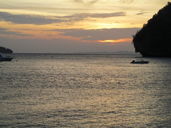 Andaman Camp and Day Cruise: Amazing sunset from Phranang
