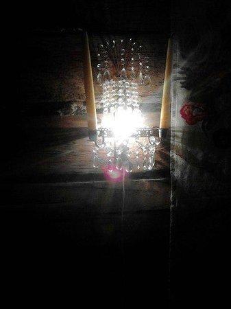 Marta Guesthouse : Светильник в номере