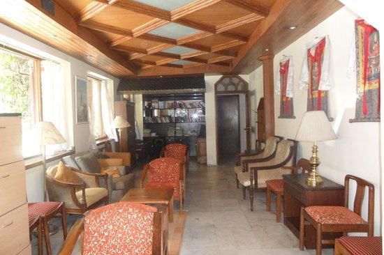 Nirvana Garden Hotel: Internet Library Lounge