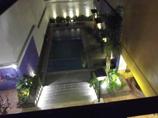 Hotel La Abadia Plaza : Alberca de noche