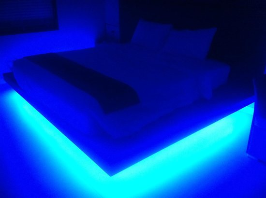 Sea Sun Sand Resort & Spa: bed at night
