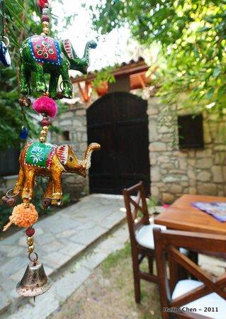 Ephesus Suites Hotel: Courtyard