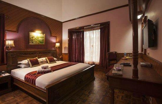 JC Residency: Royal suite bed room
