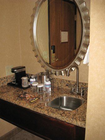 Nugget Casino Resort: East Tower guest room coffee bar area