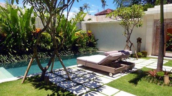 La piscine photo de villa bali asri batubelig kerobokan for Les jardins de bali