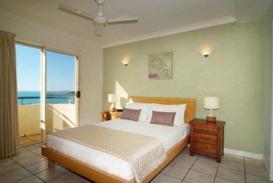 Mediterranean Resorts: Qeen Bedroom
