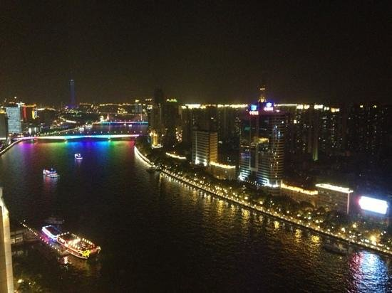 Landmark Canton Hotel: Night view of Pearl River from hotel room