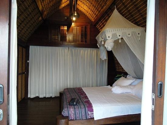Le Sabot Bali / Beach Front Bungalows Padang Padang: Room with a fan only but with an amazing view