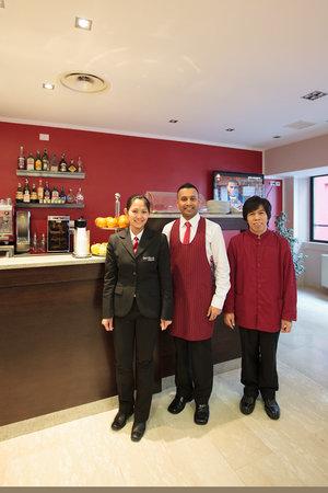 Oasi Village Hotel & Resort: Staff