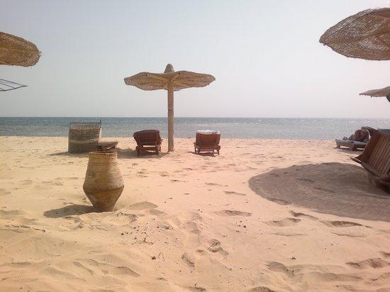 Helnan Nuweiba Bay Resort: het strand bij het hotel