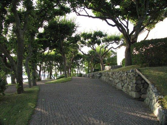 Gronsoo Slott: Lakeside terraces Gronsoo Palace