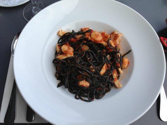 Istanbul Modern: Паста черная с креветками. Очень вкусно!