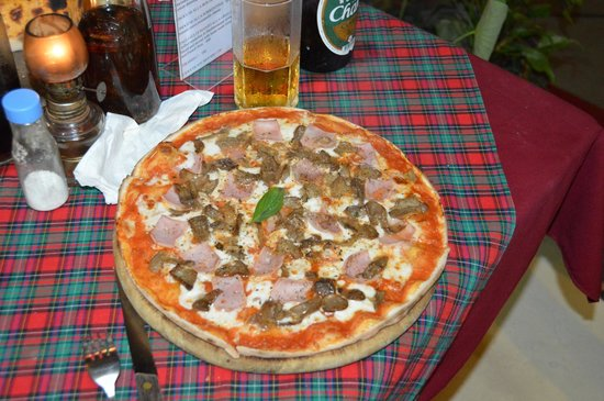 La Dolce Vita Restaurant: Ham & mushroom pizza