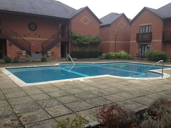 Foxhills: Outdoor pool, bit chilly for November.
