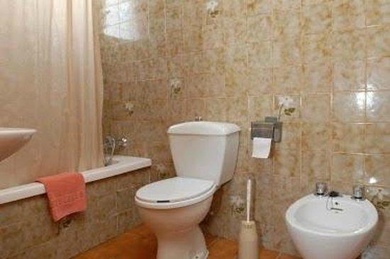 Hotel Borja: Badezimmer des Hotels