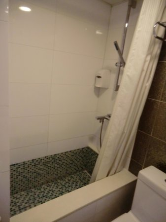 Silka Seaview Hotel: Bathroom