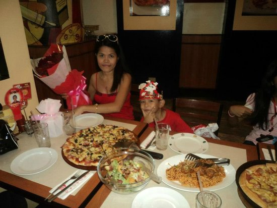 Pizza Hut : a Happy Bday...