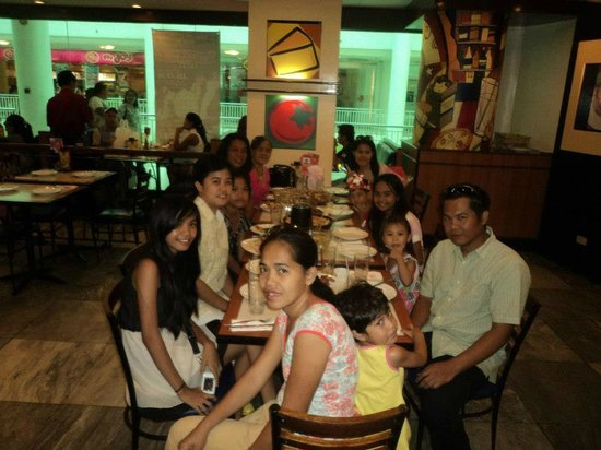 Pizza Hut : Happy family bonding...