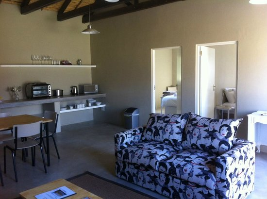 Saronsberg Vineyard Cottages: Living area