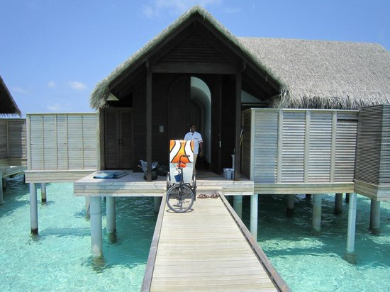Anantara Kihavah Maldives Villas: Villa Host bike