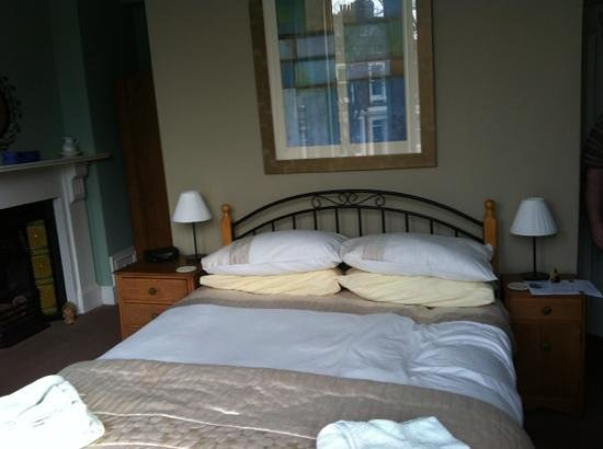 Warwick Lodge Guest House: our comfy bed
