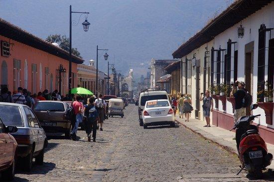 Hotel Las Farolas: rue centrale