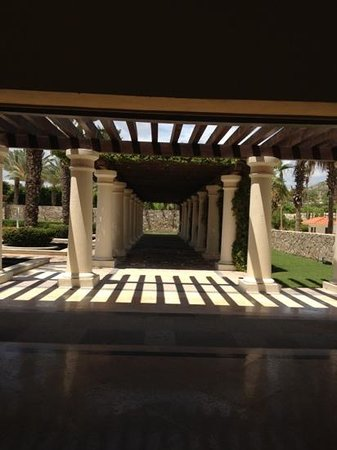 Hilton Los Cabos Beach & Golf Resort: a beautiful patio area