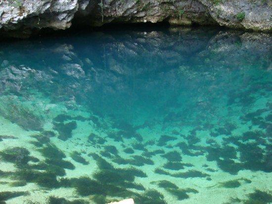 Polcenigo, Italie : l'acqua di un colore stupendo