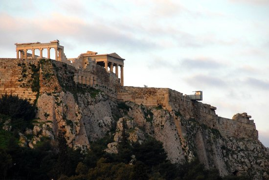 Central Athens Hotel: zoom in of Temple of Athena, at dawn