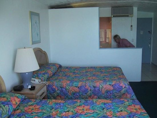 Hotel Caravelle on St. Croix : Lovely beds