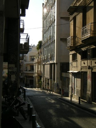 Central Athens Hotel: view of street from hotel entrance