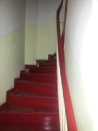 Hotel Bellevue Berlin : Der Hausgang zu den Zimmern, wo kein licht ging, dank handy hat man etwas gesehen