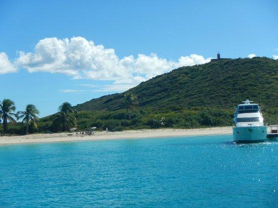 Culebrita Island: Culebrita beach and lighthouse