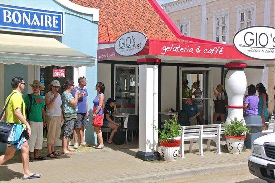 Gio's Gelateria & Caffe: Altijd druk bij GIO's
