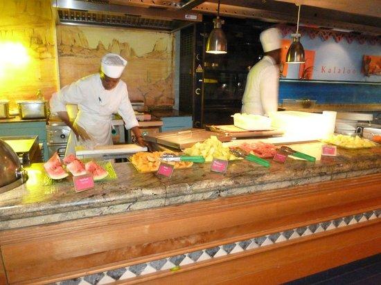 La Creole Beach Hotel: buffet du matin (des fruits...pastèque, melon, ananas, goyave, orange, clémentine, pamplemousse.