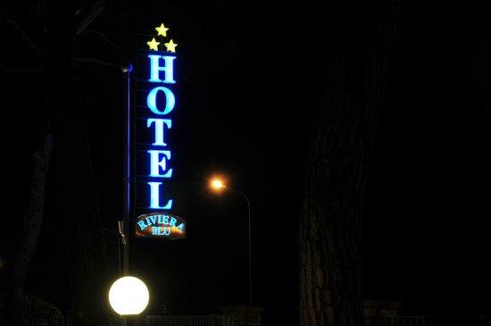 Hotel Riviera Blu: By night