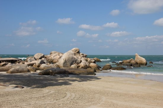 Banyan Tree Bintan: The rocks on the beach