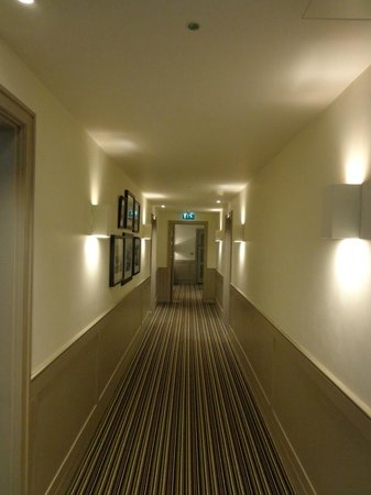 The Alma Hotel: Very clean and modern