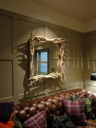 The Alma Hotel : Reception - Wanted to put that mirror in my luggage!