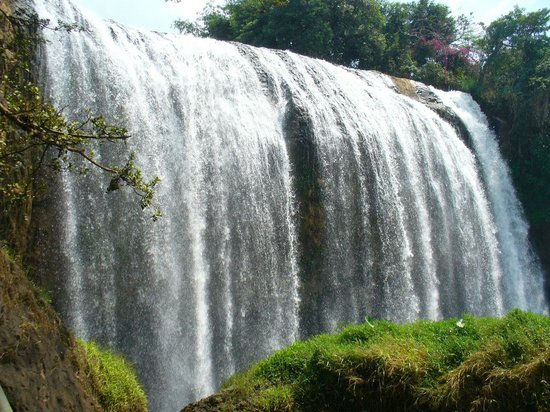 BEST WESTERN Dalat Plaza Hotel: Mountain Waterfall Near Da Lat