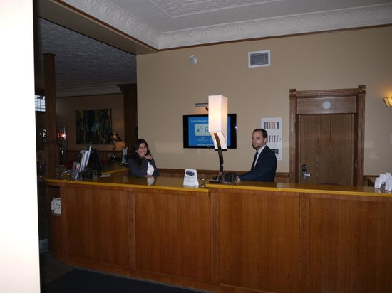 Retro Suites Hotel: Front Desk - Great Staff - Warm Welcome