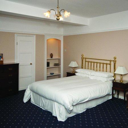 Abingworth Hall: Bedrooms