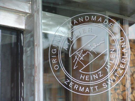 Backstage Hotel Vernissage : Heinz Julen Original Handmade Hotel