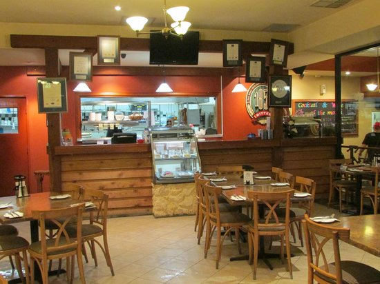 Seven Mile Inn: The cosy ambience of the restaurant