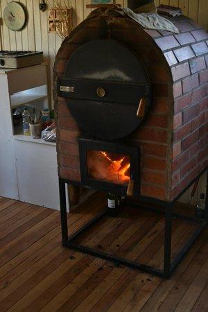 Hostel Ruca : Küche mit Ofen