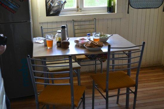 Hostel Ruca: Esstisch in der Küche