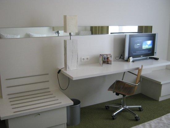 Hotel BLOOM!: Nosso quarto, design clean e moderno