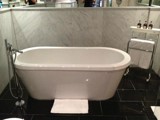 The May Fair Hotel: Studio Suite Bathtub