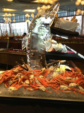 River Spirit Casino Resort: Ice Sculpture w Crab Legs @ River Spirit Buffet