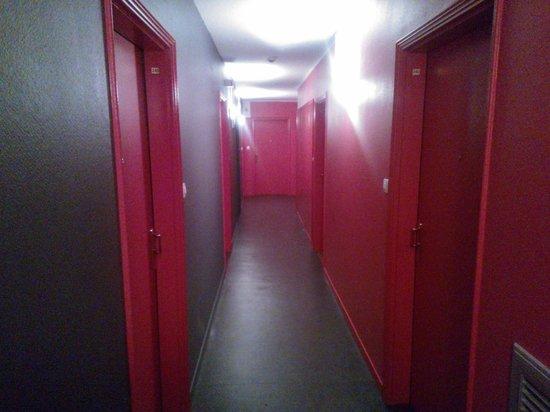 Zénitude Hôtel-Résidences Serena : Corridor